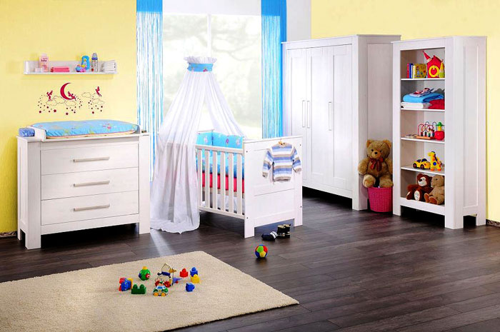 babyzimmer kiefer massiv holz m bel mit wei er oberfl che. Black Bedroom Furniture Sets. Home Design Ideas