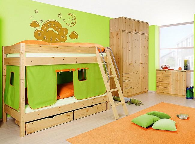 Kinderzimmer aus lackiertem Kiefernholz